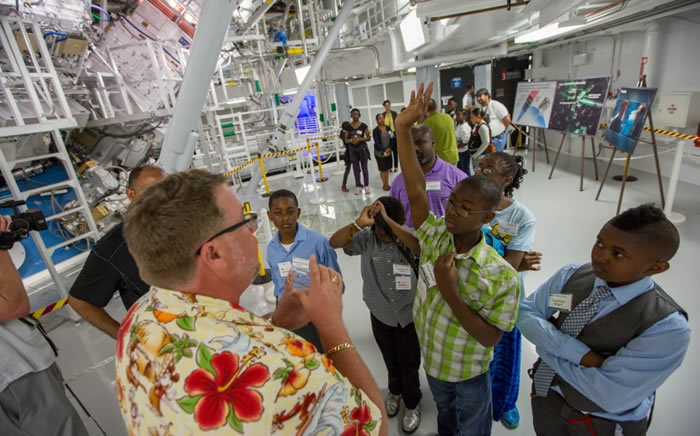 Students Tour NIF