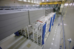 "<h3>NIF Laser Bay</h3>Each NIF laser bay is 122 meters (400 feet) long and contains 96 beamlines. This side view of Laser Bay 2 shows the four-high laser transport beamline enclosures above the preamplifier support structure.<br/><br/><a href=""content/assets/images/media/photo-gallery/large/nif-0409-16185_24.jpg"" target=""_blank"">Download hi-res image</a><br/><a href=""/media/photo-gallery?id=nif-0409-16185_24"">Direct Link</a>"