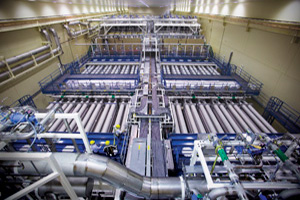 "<h3>NIF Laser Bay</h3>Seen from above, each of NIF's two identical laser bays has two clusters of 48 beamlines, one on either side of the utility spine running down the middle of the bay.<br/><br/><a href=""content/assets/images/media/photo-gallery/large/nif-0506-11956_14.jpg"" target=""_blank"">Download hi-res image</a><br/><a href=""/media/photo-gallery?id=nif-0506-11956_14"">Direct Link</a>"