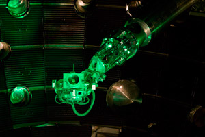 "<h3>Final Optics Inspection System</h3>NIF's final optics inspection system, when extended into the target chamber from a diagnostic instrument manipulator, can produce images of all 192 beamline final optics assemblies. <br/><br/><a href=""content/assets/images/media/photo-gallery/large/nif-1007-14076_19.jpg"" target=""_blank"">Download hi-res image</a><br/><a href=""/media/photo-gallery?id=nif-1007-14076_19"">Direct Link</a>"